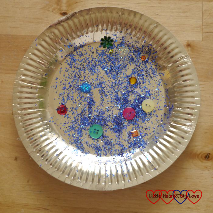 Paper plate treasure - Pirate crafts - Little Hearts, Big Love