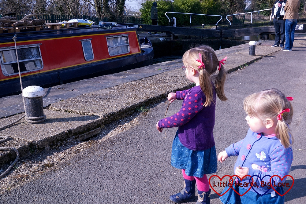Watching a boat go through the lock - A walk along the canal - Little Hearts, Big Love