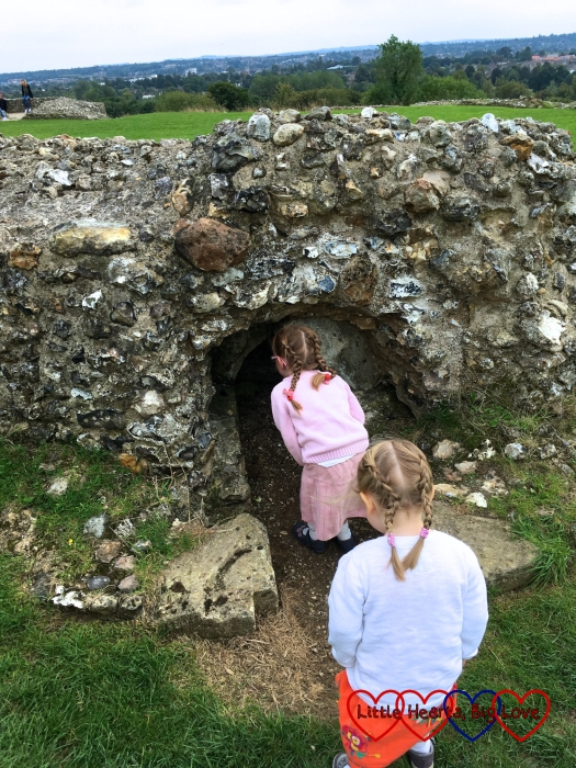 Jessica and Sophie finding tunnels to explore