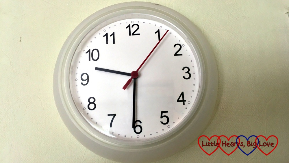 A picture of a clock with the time at 9.30