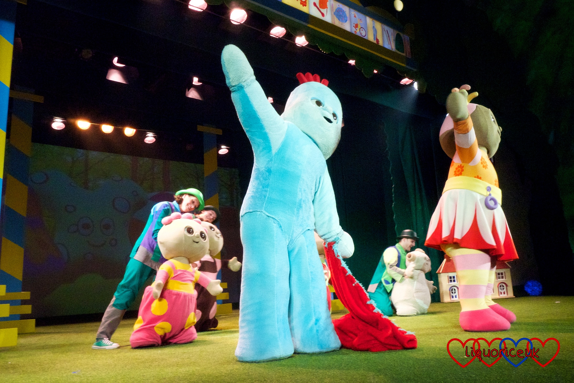 The In the Night Garden characters dancing together