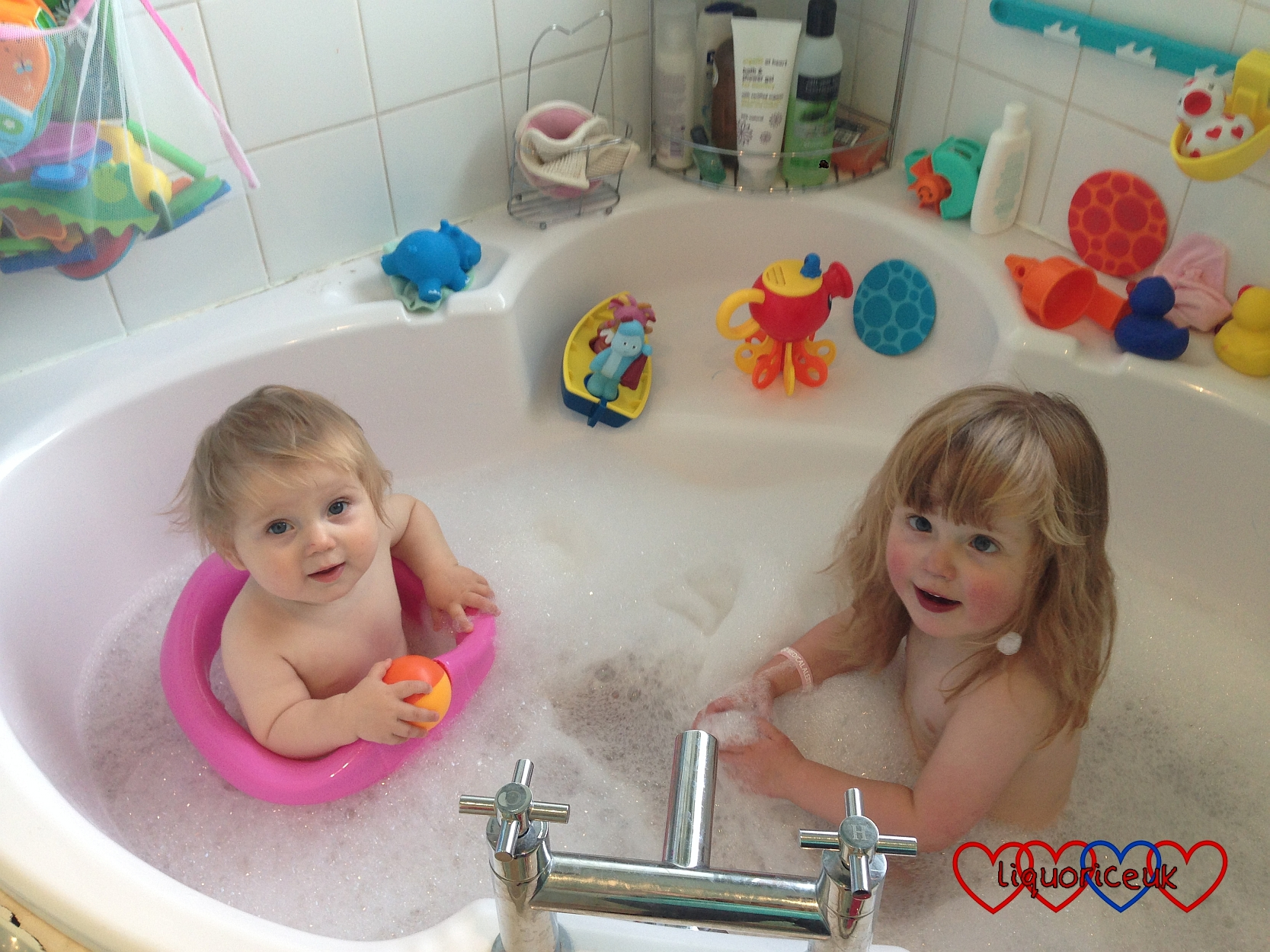 Safety 1st Swivel Bath Seat - Little Hearts, Big Love