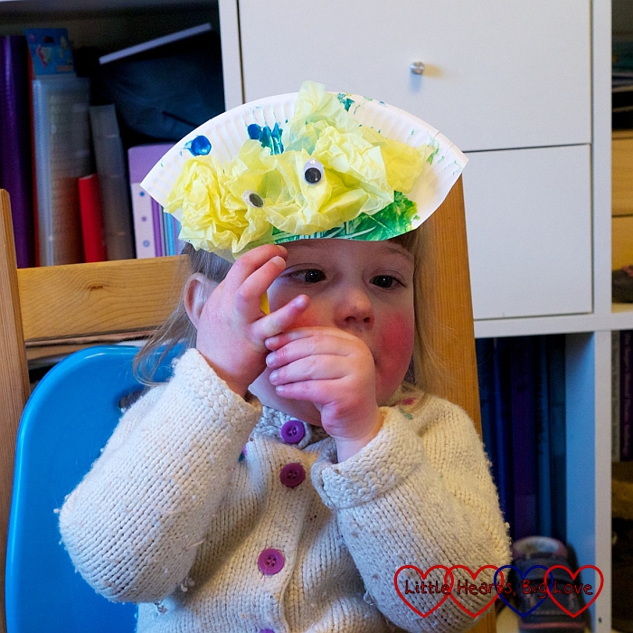 Paper plate crafts - Little Hearts, Big Love