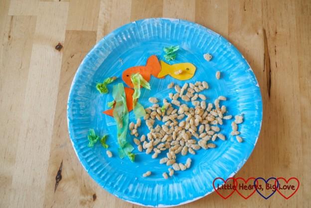 Jessica's finished paper plate aquarium