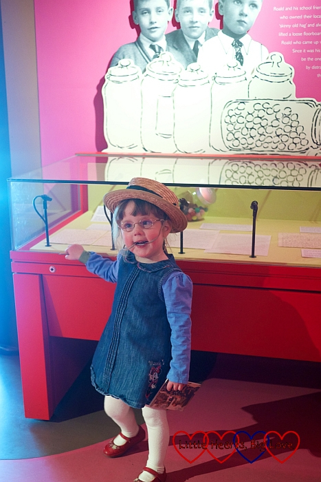 Jessica trying on a straw hat in the 'Boy' gallery