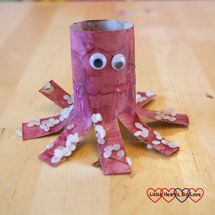 Toilet-roll octopus: Sea-themed crafts for preschoolers - Little Hearts, Big Love
