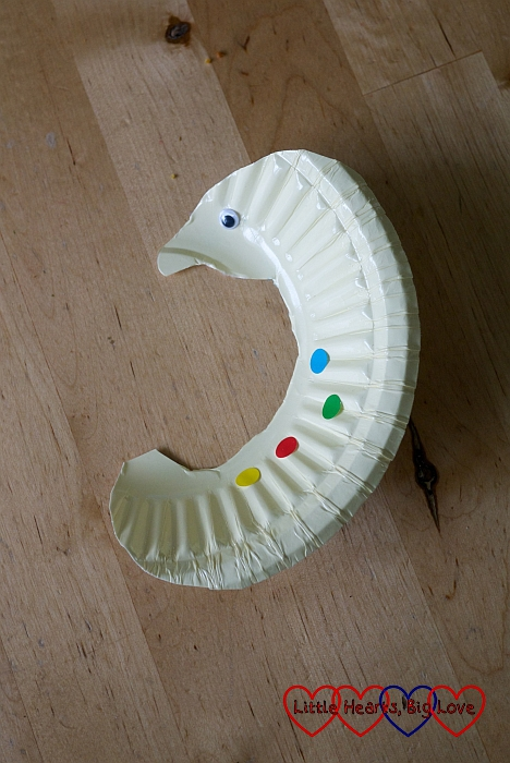 Paper-plate seahorse: Sea-themed crafts for preschoolers - Little Hearts, Big Love