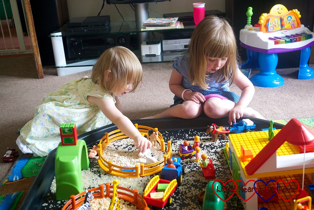 Small world sensory play - The Friday Focus 14/08/15 - Little Hearts, Big Love