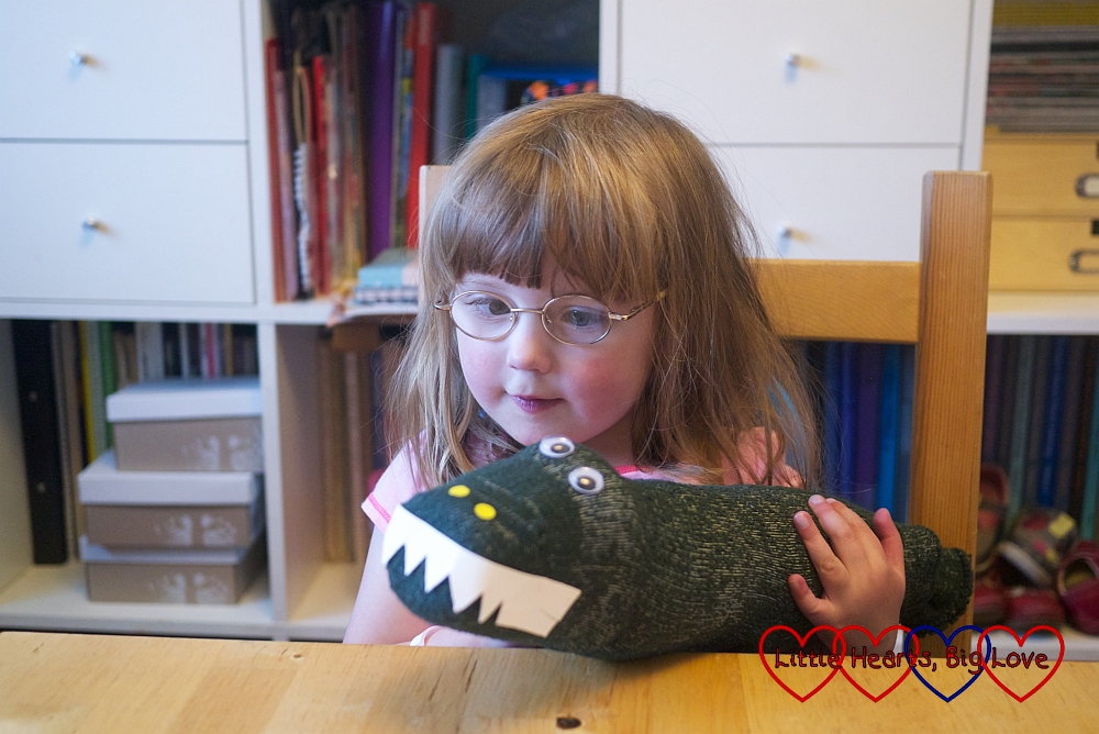 Making a 'sockodile' puppet - The Friday Focus 14/08/15 - Little Hearts, Big Love