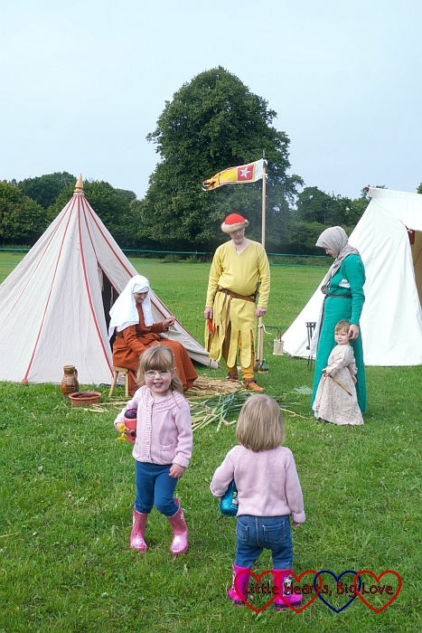 A glimpse of medieval life at Chiltern Open Air Museum - Friday Focus 04/09/15 - Little Hearts, Big Love