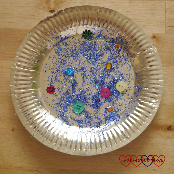 Paper plate treasure - Pirate crafts - Little Hearts, Big Love