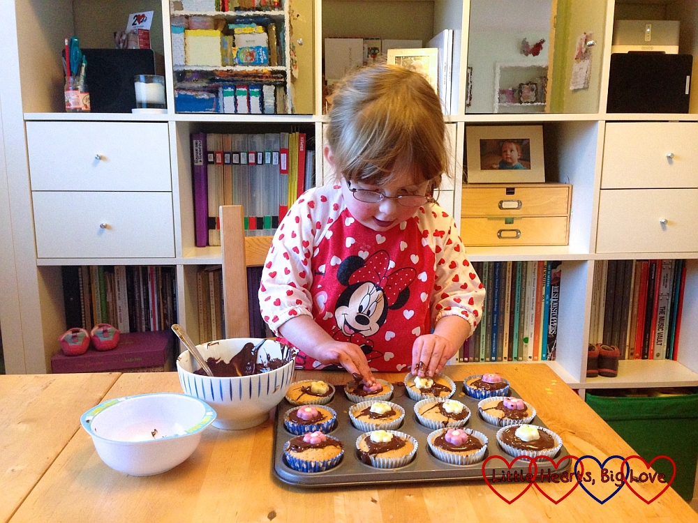 Baking cakes for Sophie's birthday - The Friday Focus 30/10/15 - Little Hearts, Big Love
