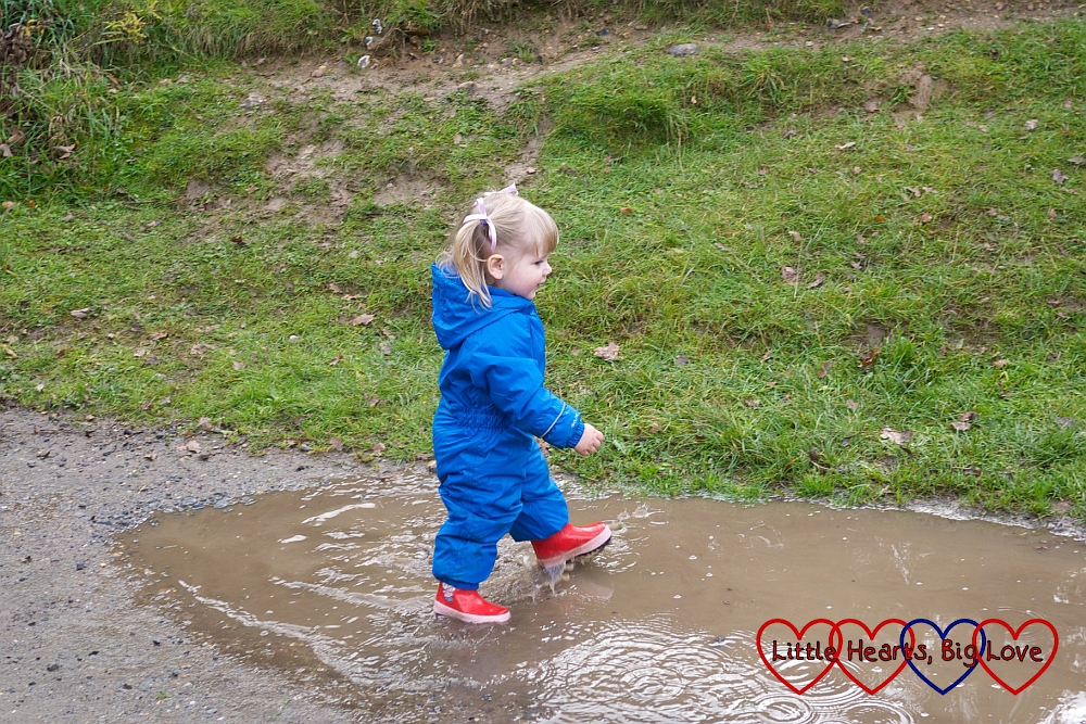 Splashing in muddy puddles - An autumn walk at Chiltern Open Air Museum - Little Hearts, Big Love