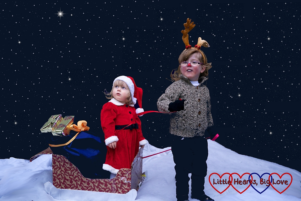 Santa and Rudolph - Creative ideas for festive photos with little children - Little Hearts, Big Love