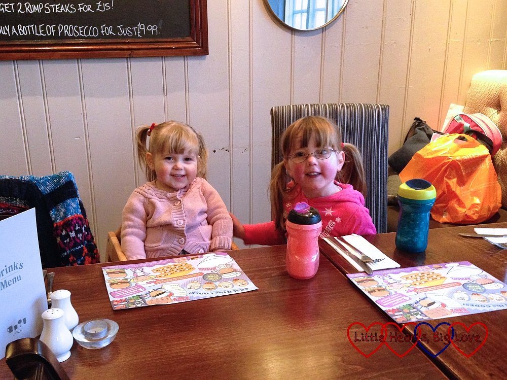 Going out for a meal with friends - The Friday Focus 08/01/16 - Little Hearts, Big Love
