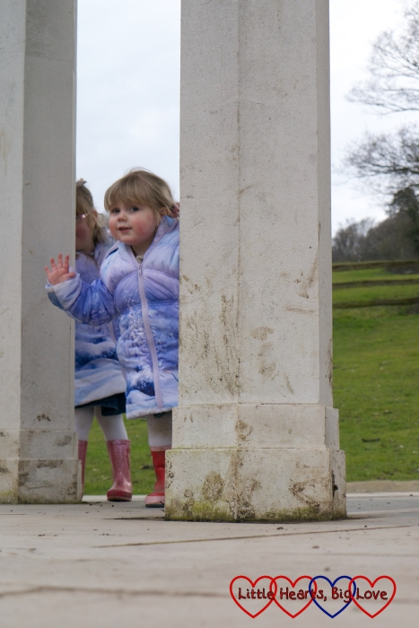 Playing hide and seek in the columns of the Magna Carta memorial