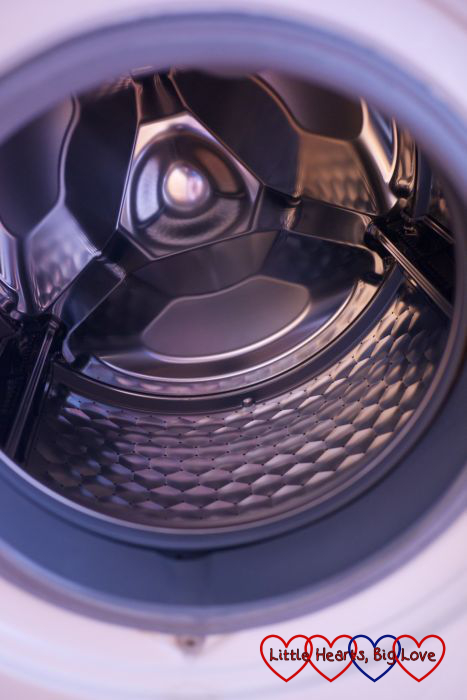 A sparkly washing machine after being deep cleaned with Dr. Beckmann Service-It cleaner