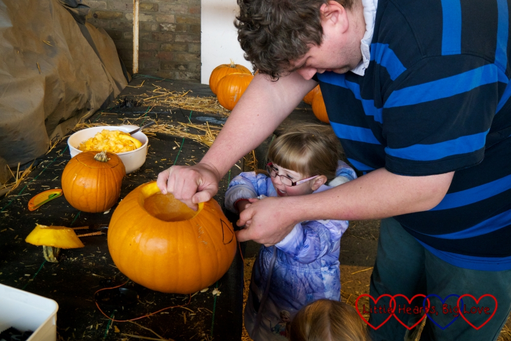 Hubby helping Jessica to carve a pumpkin