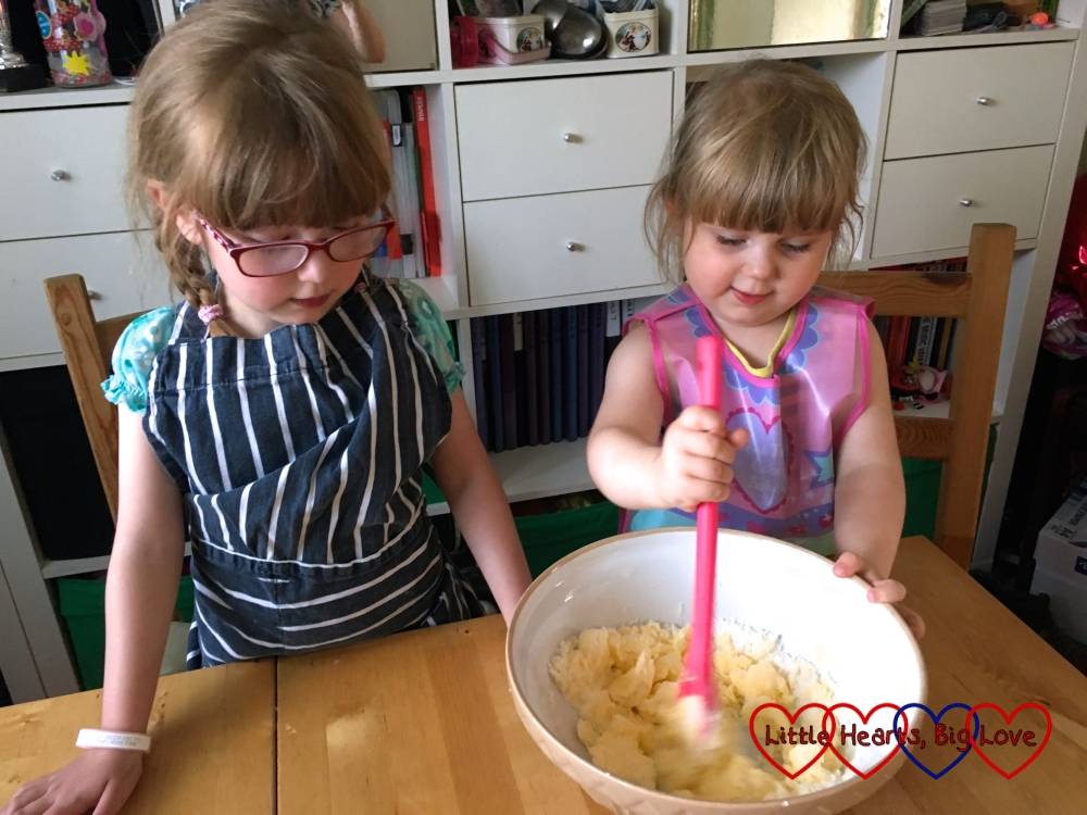 Jessica and Sophie mixing the butter and sugar together