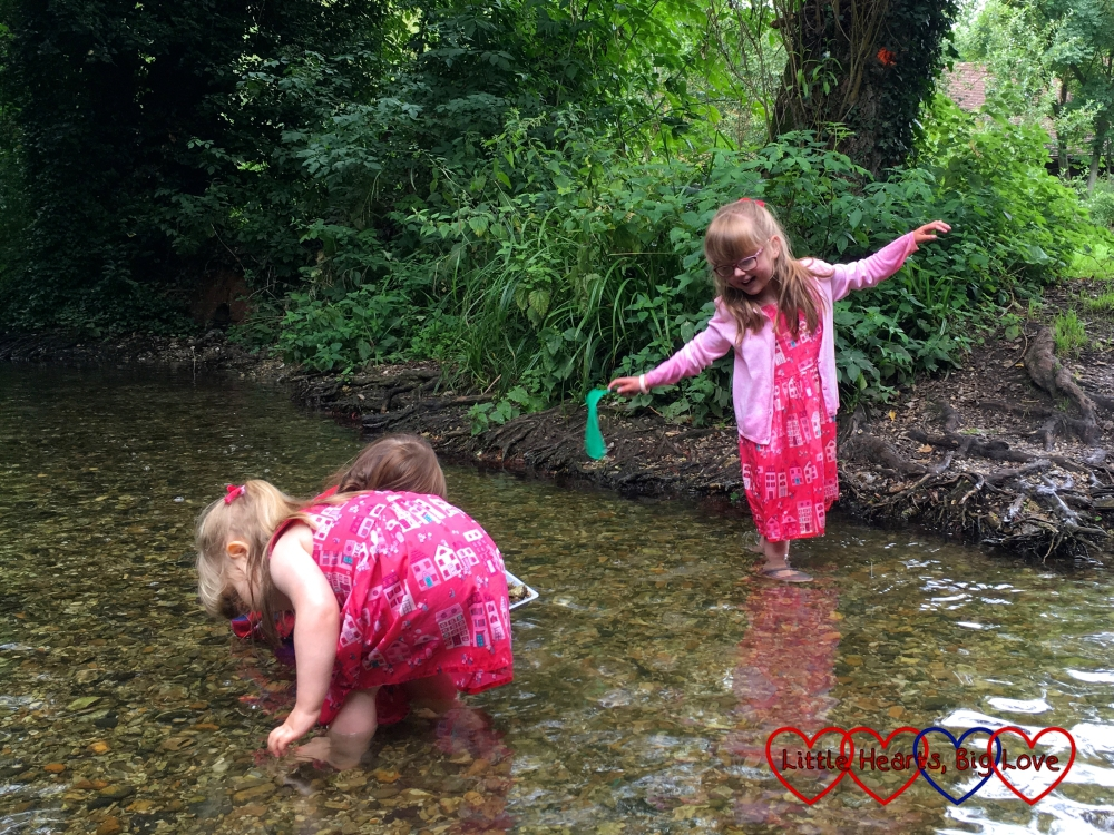 Jessica, Sophie and C splashing in the stream