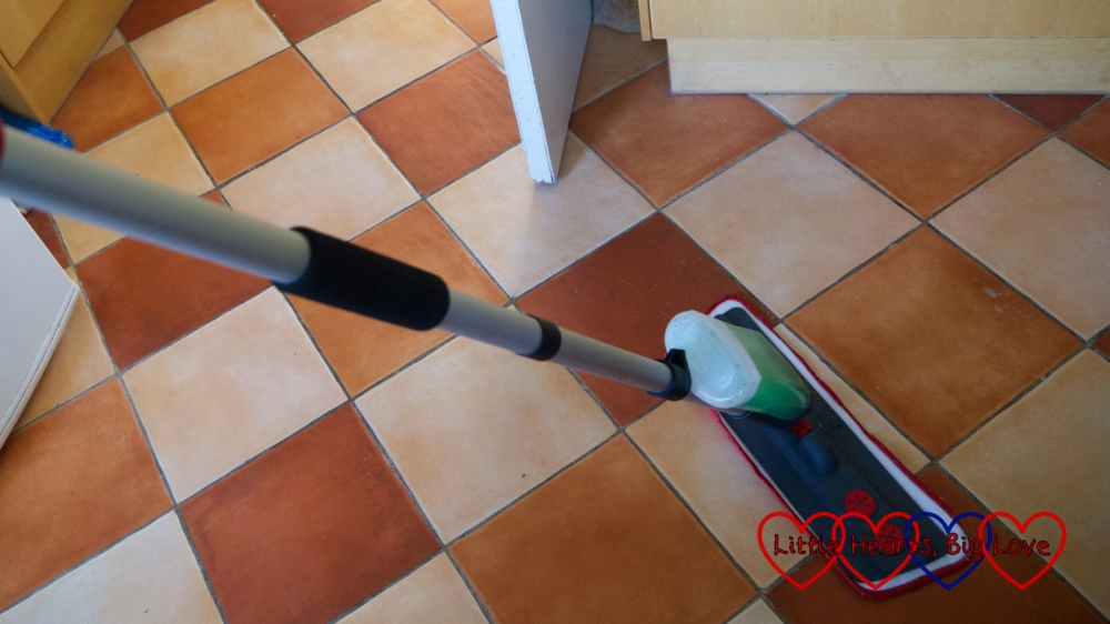 The WizMops 2 in 1 spray mop