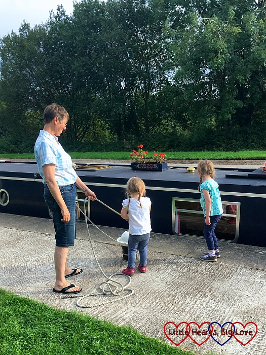 Sophie and Jessica helping to secure the boat in the lock