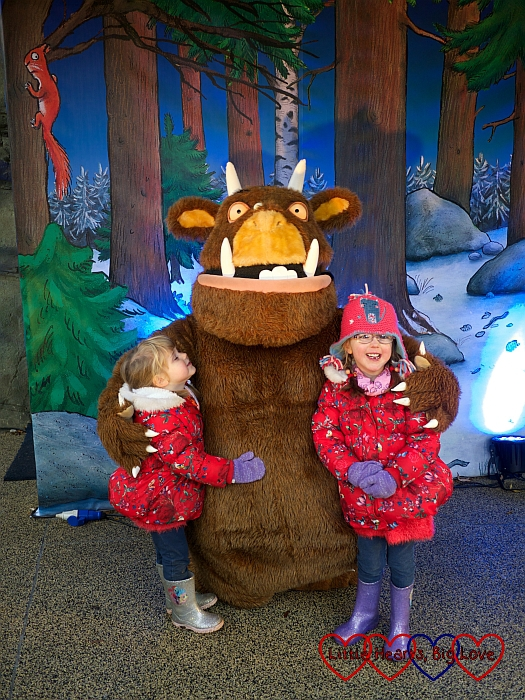 Jessica and Sophie meeting the Gruffalo