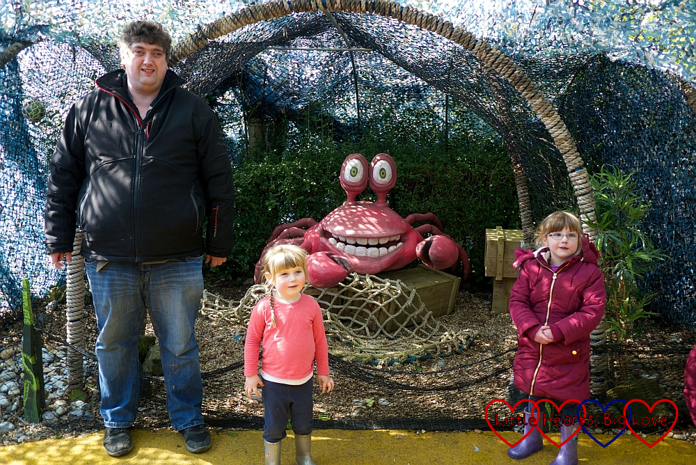 Hubby, Sophie and Jessica with the animatronic crab at the Underwater Kingdom