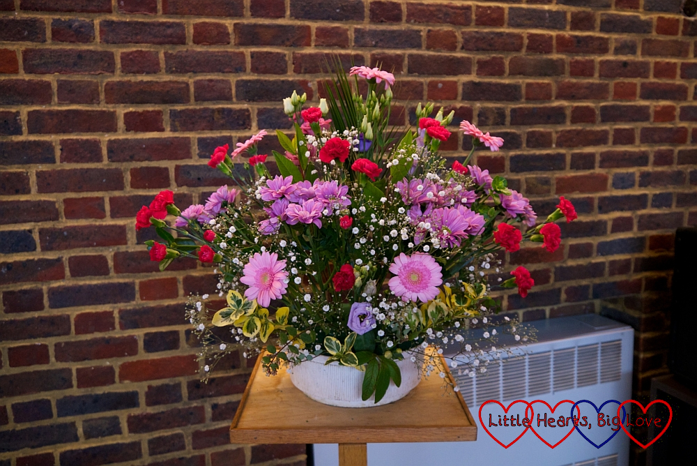 A flower arrangement with pink and purple flowers