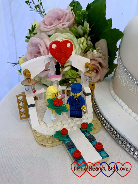 A LEGO model of a bride and groom