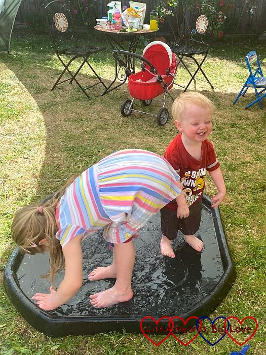 Sophie and Thomas splashing in the tuff tray