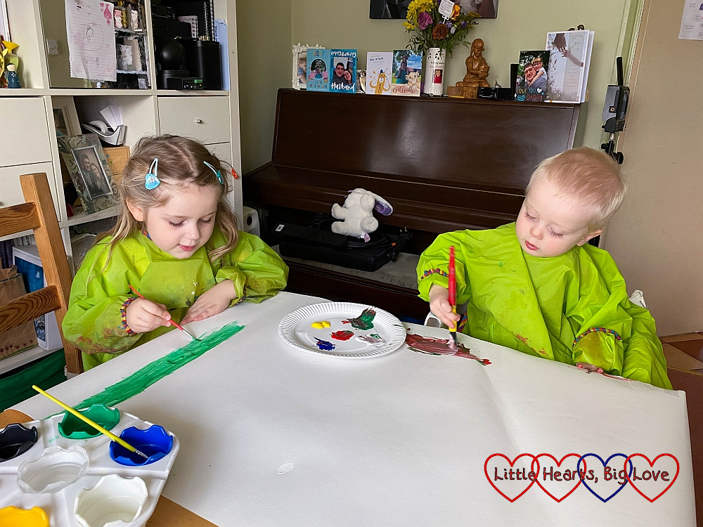 Sophie and Thomas painting at the table