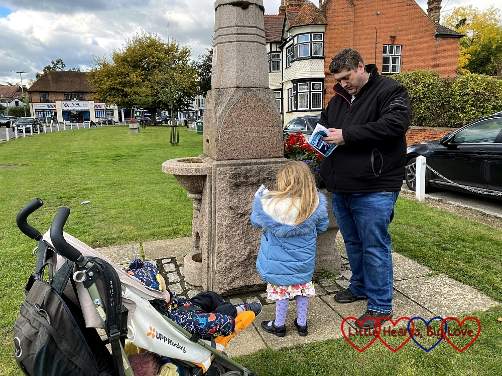 Thomas in the buggy with Sophie and Daddy doing a treasure trail in Datchet